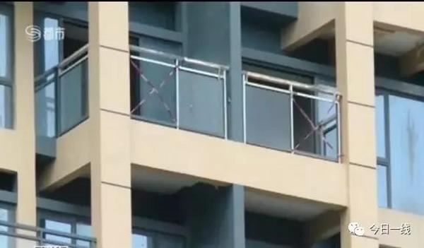 女童随父母在新楼盘看房坠亡 阳台护栏没装玻璃