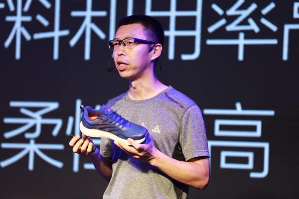 匹克北京设计研发中心总监崔亚光讲解匹克3D打印跑鞋技术及研发
