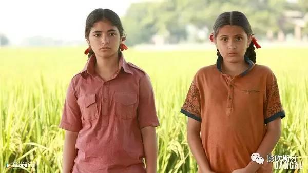 两姐妹尚未剪头发的年少时期