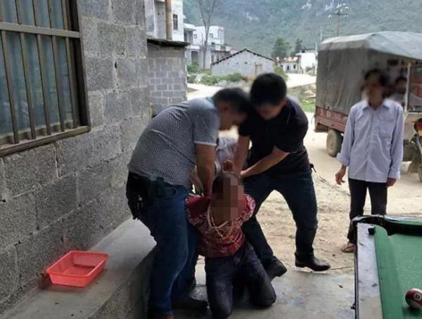 专案组民警将嫌疑人抓获归案。靖西公安 供图