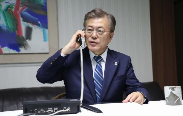 文在寅与军方通话听取涉朝汇报 或提名李洛渊为总理