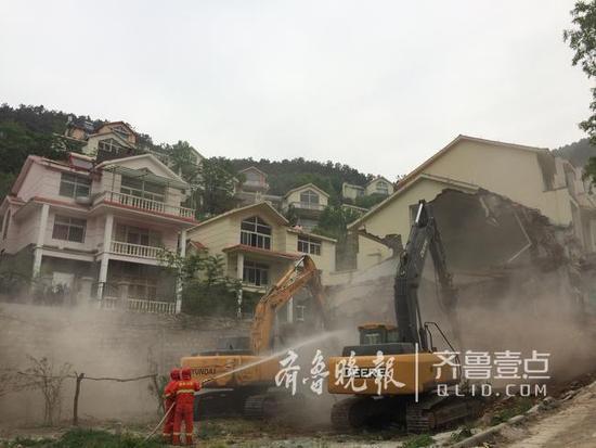 济南违建别墅群:建成十几年倒手两三次拆了5小时