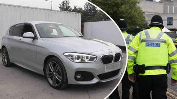 在英国索利哈尔地区被盗的银色警务BMW车。英国《每日快报》图