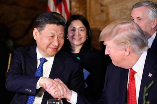 """朝鲜拥核严重冲击了东北亚的和平与稳定,也损害了中国的重大国家利益。进入4月以来,朝鲜扬言进行第六次核试验,美韩开展史上最大规模的联合军演,威胁以武力解决朝鲜核问题,半岛阴云密布,局势剑拔弩张。上述对话是4月6日美国海湖庄园""""习特会""""以后,国家主席习近平第二次就朝核问题与美国总统特朗普通电话。20天之内,中美首脑三次对话,其频率之高令人惊讶。由此可见,为解决半岛核问题,中国可谓殚精竭虑,不遗余力。"""