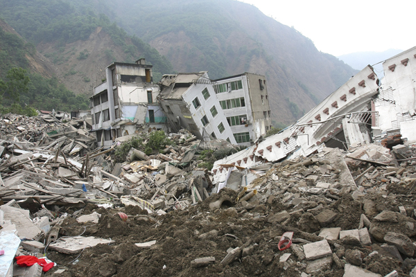 2008年5月13日,四川北川,老县城成为一片废墟。 视觉中国 资料图