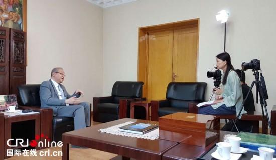 菲律宾驻华大使接受CRI记者专访。(摄影 马琪尔)