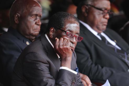 穆加贝在国际会议上打瞌睡?发言人:他在闭目养神