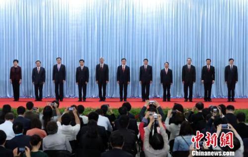 上海新一届市委领导亮相 诸葛宇杰成最年轻常委