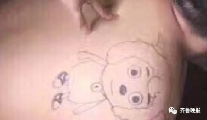 大哥:我让纹身师给我纹个聪明机灵的,万万没想到...纹身师:我的创作理念是这样子的,喜羊羊总是能化险为夷,这哥们儿进去几天就能逃出来...