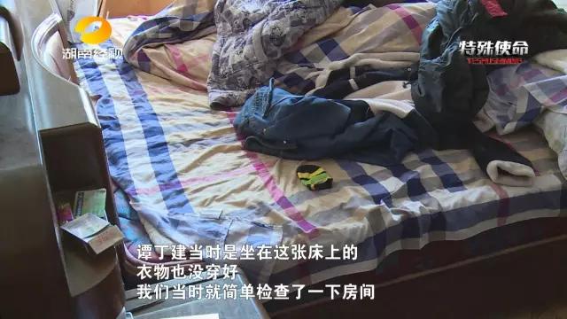 警方当场控制了谭丁建,随后,细心的民警刘俊发现,房里还有一扇小门通往另外一个房间,但房门紧闭无法推开。随后,意想不到的事情发生了。