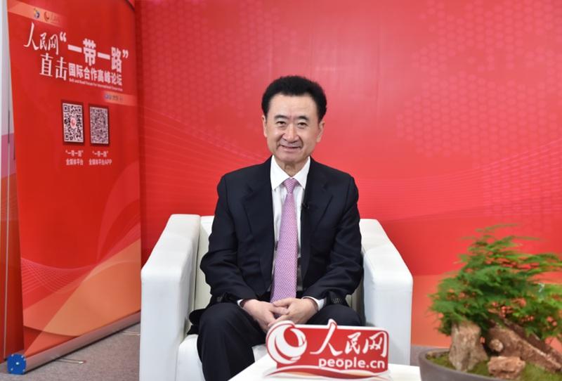 万达集团董事长王健林做客人民网访谈间