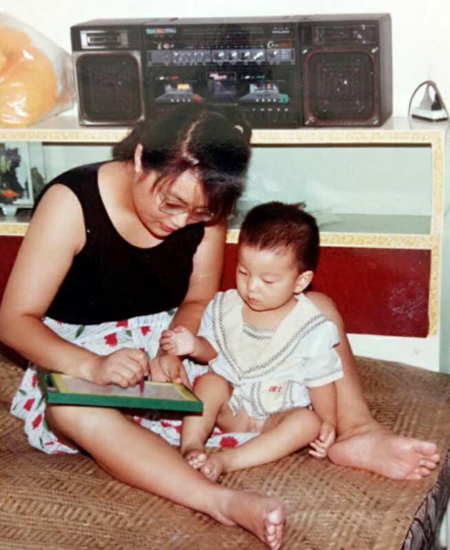 妈妈和孩子一起读书简笔画
