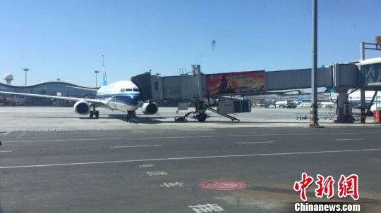 受大风天气影响 乌鲁木齐机场滞留旅客6600余人