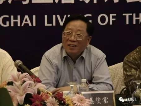 公开履历显示,姜燮富曾任上海市农委副主任、奉贤县委书记、市委党校副校长、宝山区委书记、市房地资源局党委书记等职。2003年2月当选为上海市人大常委会委员、市人大城建环保委副主任委员。