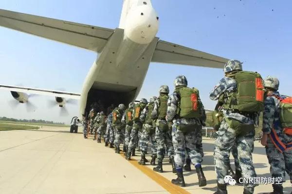 塔台指挥组下达命令。 本文图片均来自CNR国防时空