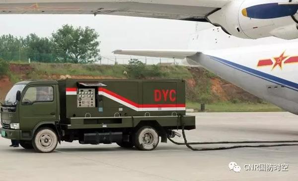 充电车飞行前充电。