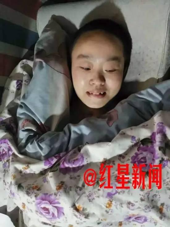 躺在病床上的黄芸想要坚强活下去 图由受访者提供