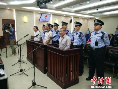太湖垃圾倾倒案涉案渎职官员苏州受审