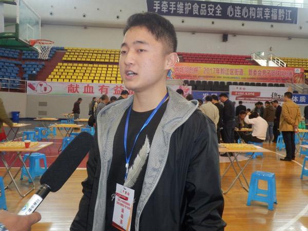 重庆赛区-黔江站-大学生棋手邓普普接受黔江电视台记者采访
