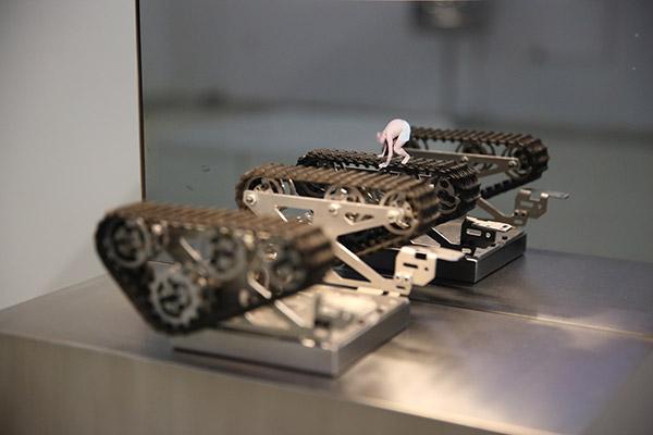 《跑步机》郑宏昌影像装置