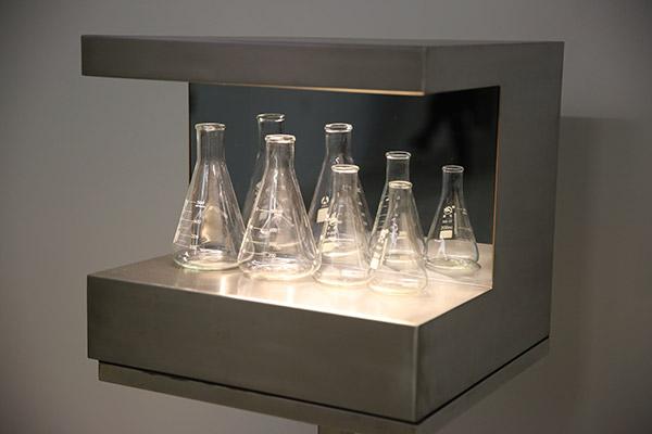 《瓶子》郑宏昌影像装置