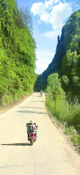 通溪桥村人自己修筑的公路。光明日报记者 唐湘岳摄