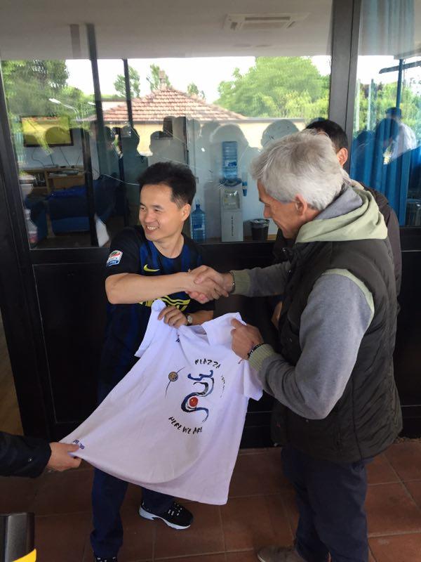 蓝黑传奇与朝圣团球迷同场竞技 未来或前往中国