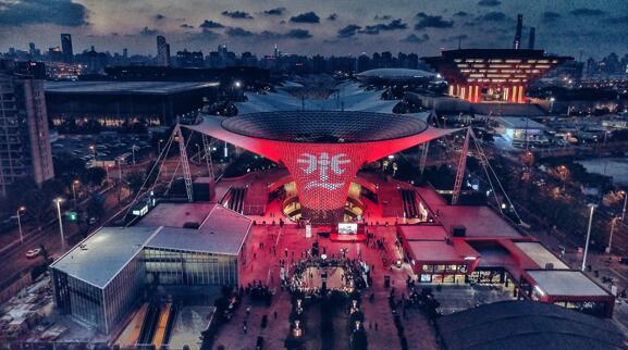 上海世博源李宁品牌体验店为赛事营造了盛大磅礴的氛围
