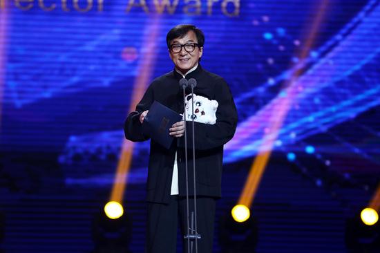成龙携新片《龙之战》现身大影节 称冯小刚是偶像