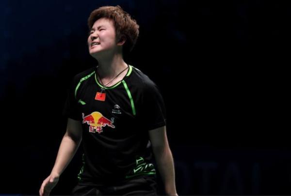 中国队选手何冰娇在女单比赛中。新华社 图