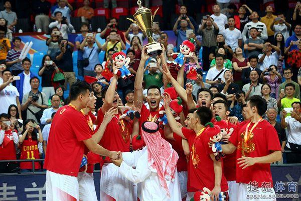 亚洲篮球的最高荣誉 全新奖杯纯银打造镶嵌黄金