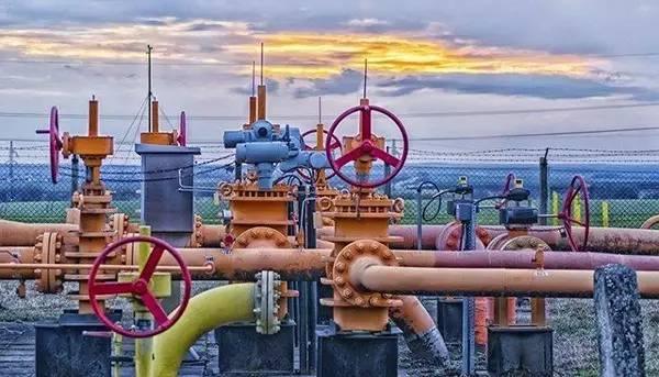 """""""油气体制改革所涉及的利益巨大,阻力自然也是巨大的,其所花费的时间必然漫长。""""这是许多业内人士对油气体制改革方案的普遍看法,""""其实,一个概括性的总体方案何时出台并不是最重要的,最重要的是要有配套政策的落实。"""""""