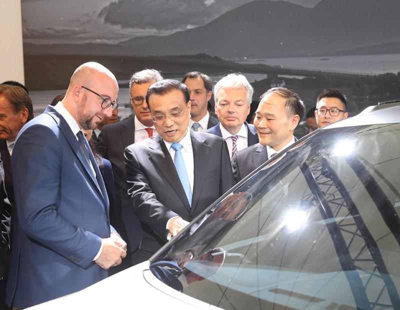 展厅内有不少比利时员工,都来自沃尔沃的比利时根特工厂。该工厂是沃尔沃汽车公司在瑞典以外规模最大的总装厂,产量占沃尔沃汽车全球产量的一半以上,其中40%都进入了中国市场。