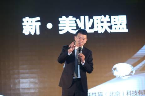 现场更有来自韩国中部大学美容美发学院朴贞信教授朴桐誾教授共同演示整体形象造型设计。