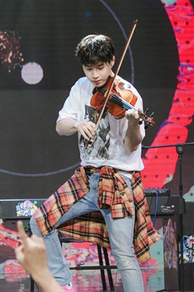 《快本》刘宪华音乐才华爆炸 何炅表示不喜欢