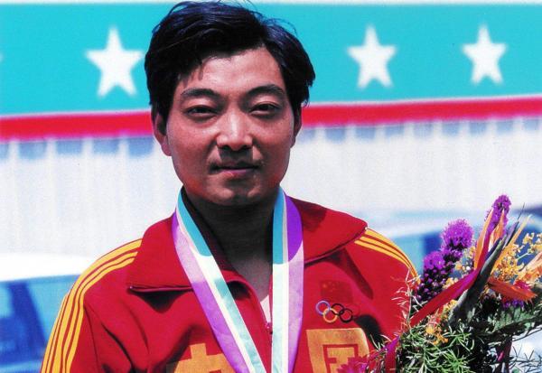许海峰为中国拿下奥运首金。