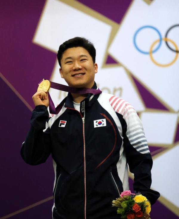 韩国名将秦钟午连续三届奥运夺冠。