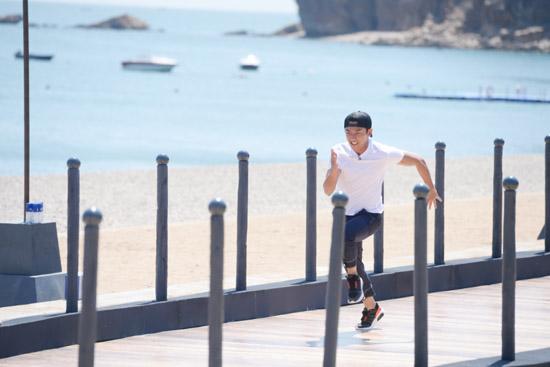 《奔跑吧》郑恺上演速度与激情 网友:燃爆了