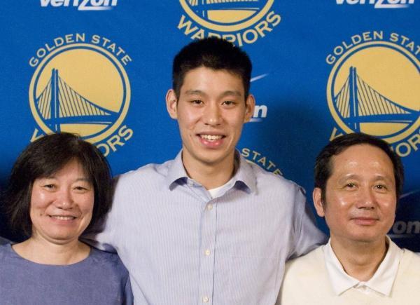 林书豪和父母。