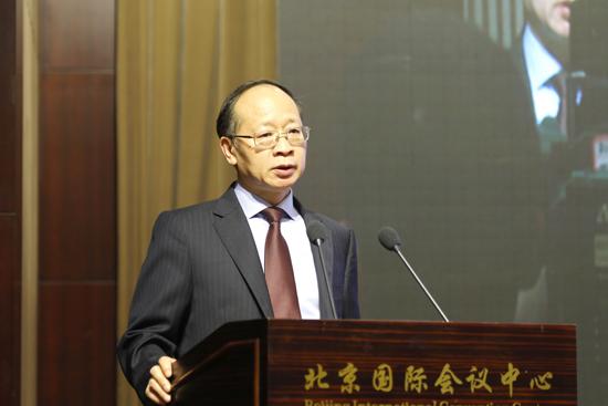 安顺市委副书记、市长陈训华作推介