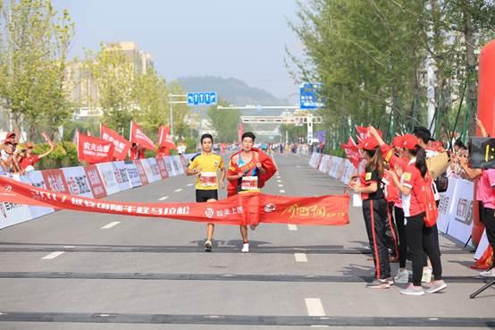来自青海省西宁市的选手杨成祥冲刺
