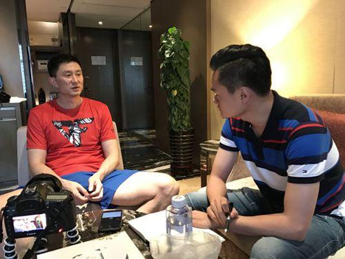 图为杜锋接受新华社记者专访。新华社记者郑直摄