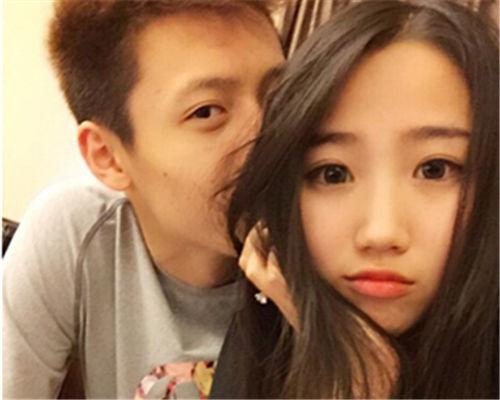 赵岩昊曾晒与女友亲密照