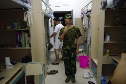 香荏聪在四川美术学院军训时的情景