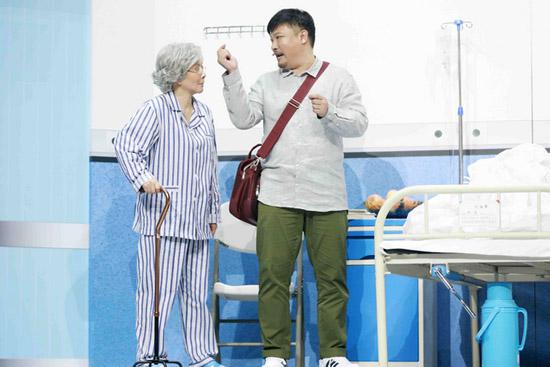《笑声传奇》本周总决赛 蔡明为狂粉贾冰当助演