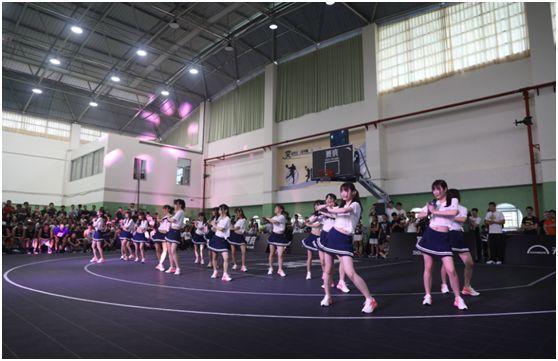 GNZ48的少女们正在表演《青春不败》