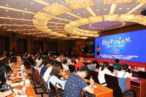 """中新网7月5日电7月5日,由中国新闻社财经新媒体中新经纬主办的第二届""""财经中国V论坛:金融安全与创新""""在北京举行。当前金融安全面临哪些风险?金融创新带来哪些机遇与挑战?新金融是否会取代传统金融?数十位知名专家与行业代表给出了自己的答案。"""