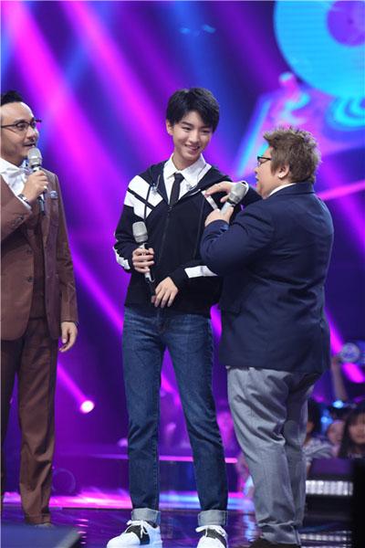 韩红问王俊凯接吻戏怎么拍 看学霸王机智回答