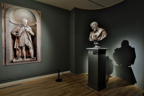 展出《米开朗基罗肖像》
