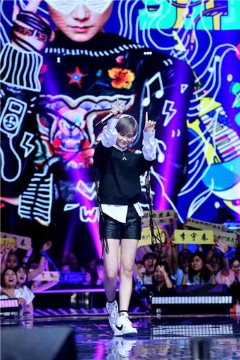 李宇春《想唱》与歌迷拍硬照 独家pose大放送